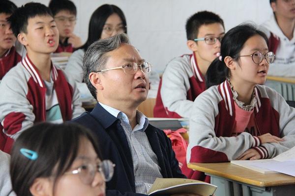 邗江区教育局副局长许兴震深入我校课堂